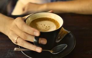 coffee drinkers 300x192 - 4 természetes alapanyag, mely felveszi a harcot a hastájéki zsírpárnákkal